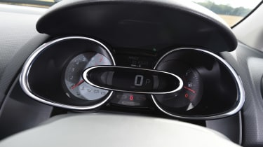 Renault Clio RS 220 Trophy - dials