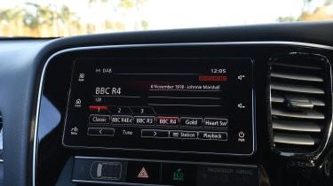 Mitsubishi Outlander PHEV - radio