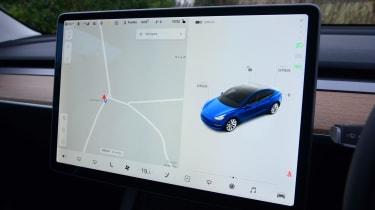 Tesla Model 3 Long Range - infotainment