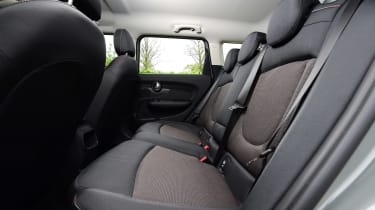 MINI Cooper Black Clubman - rear seats