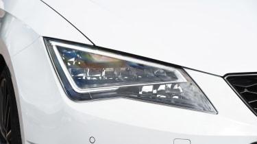 SEAT Leon Cupra ST 290 - front light detail