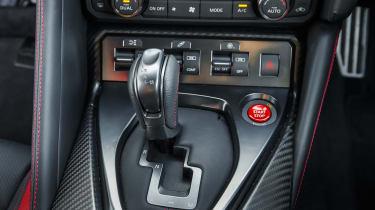 Nissan GT-R 2017 shifter