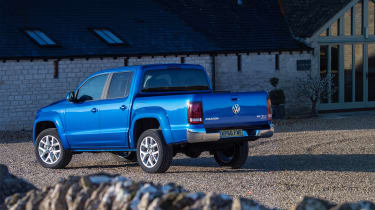Volkswagen Amarok pick-up 2016 - rear quarter 2