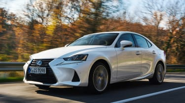 Lexus IS 2017 - front tracking 2