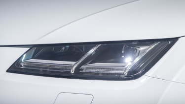 Audi TT Roadster 180 2016 - headlight