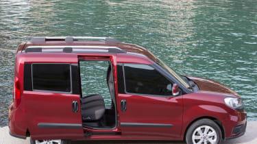 Fiat Doblo 2015 - side doors