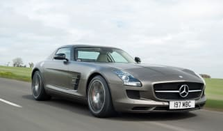 Mercedes SLS AMG GT front tracking