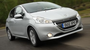 Peugeot 208 1.2 front tracking