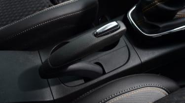 Vauxhall Crossland X - handbrake