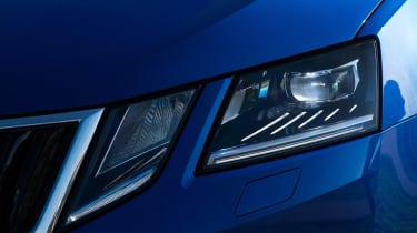 Skoda Octavia 2017 - headlight