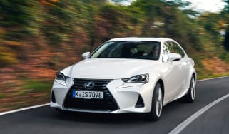 Lexus IS 2017 - front tracking