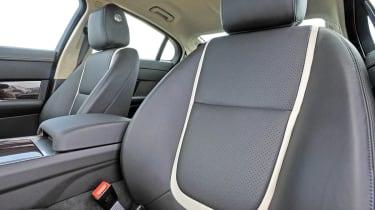 Jaguar XF 2.2D seats