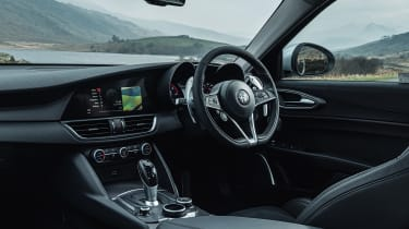 Alfa Romeo Giulia Super petrol 2017 - interior
