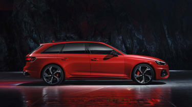 Audi RS 4 Avant - studio side