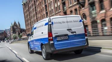 Mercedes eVito  - rear tracking
