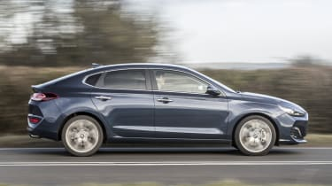 Hyundai i30 Fastback - side