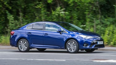 Toyota Avensis - action