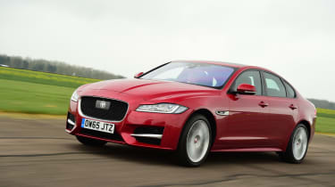 Jaguar XF 2016 - front tracking