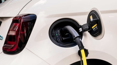 Fiat 500 Action - charging
