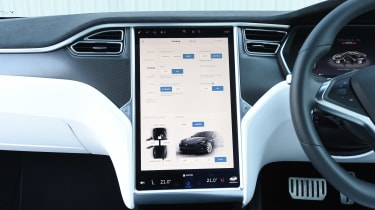 Tesla Model S P100D - infotainment screen