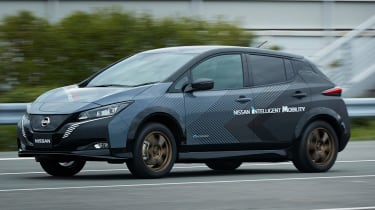 Nissan Leaf 4x4 e-4ORCE - front tracking