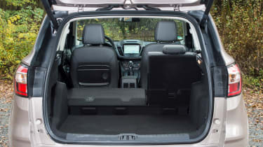 Ford Kuga Vignale 2016 - boot space