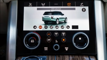 New Range Rover PHEV 2017 review - dials