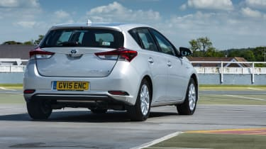Toyota Auris Hybrid 2016 - rear quarter
