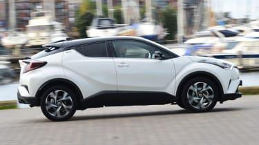 Toyota C-HR - side