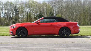 Ford Mustang 2.3 Convertible - roof closing stage 4