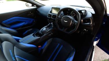 Aston Martin Vantage - dash