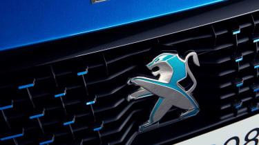 Peugeot e-208 - Peugeot badge