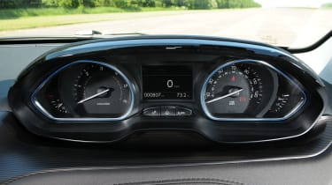 Peugeot 2008 1.6 e-HDi dials