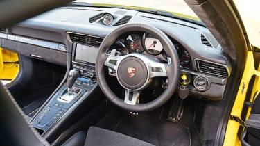 Porsche 911 Carrera 4 GTS - interior