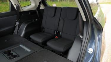 Kia Carens 2 1.7 CRDi rear seats