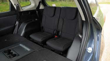 Kia Carens 2 1.7 CRDi rear seats