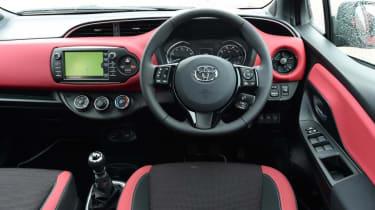 Used Toyota Yaris - dash