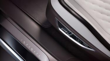 Infiniti QX50 Concept - door sill