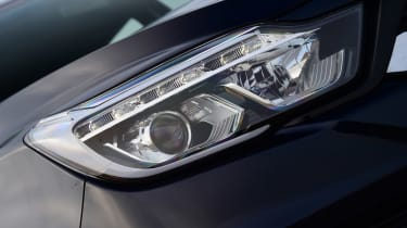 SsangYong Musso - front light