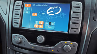 Used Ford Mondeo - infotainment screen