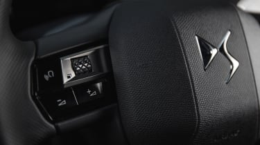 DS 3 Crossback E-Tense - steering wheel buttons