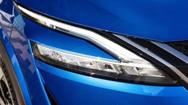 Nissan Qashqai - front light