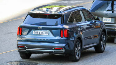 Kia Sorrento - undisguised -rear 3/4 tracking