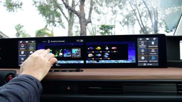 Honda e - screens
