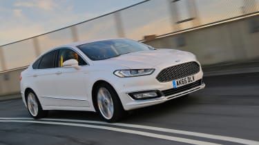Ford Mondeo Vignale - front panning