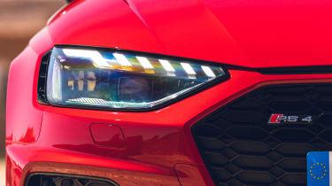 Audi RS 4 Avant - headlight detail