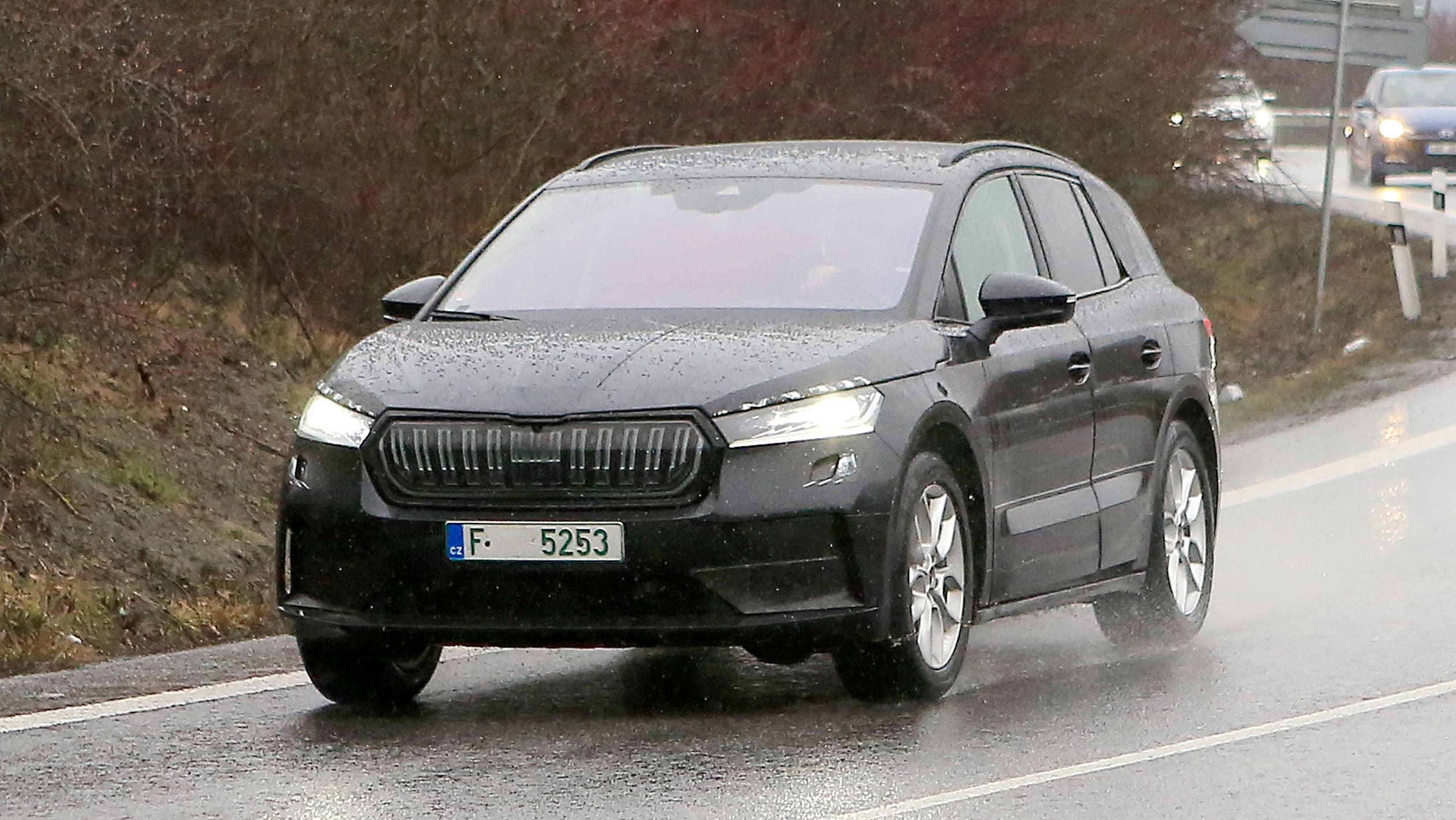 2021 - [Skoda] SUV EV - Page 3 2021%20Skoda%20Enyaq%20spied