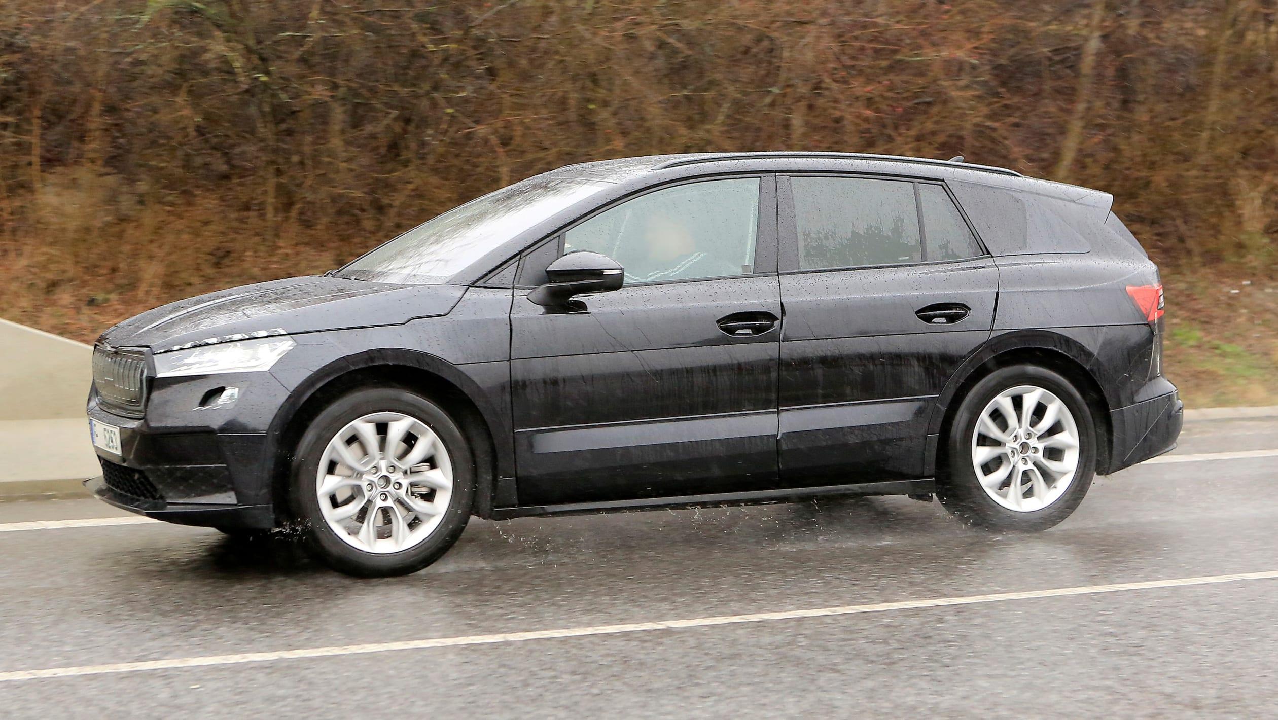 2021 - [Skoda] SUV EV - Page 3 2021%20Skoda%20Enyaq%20spied-5