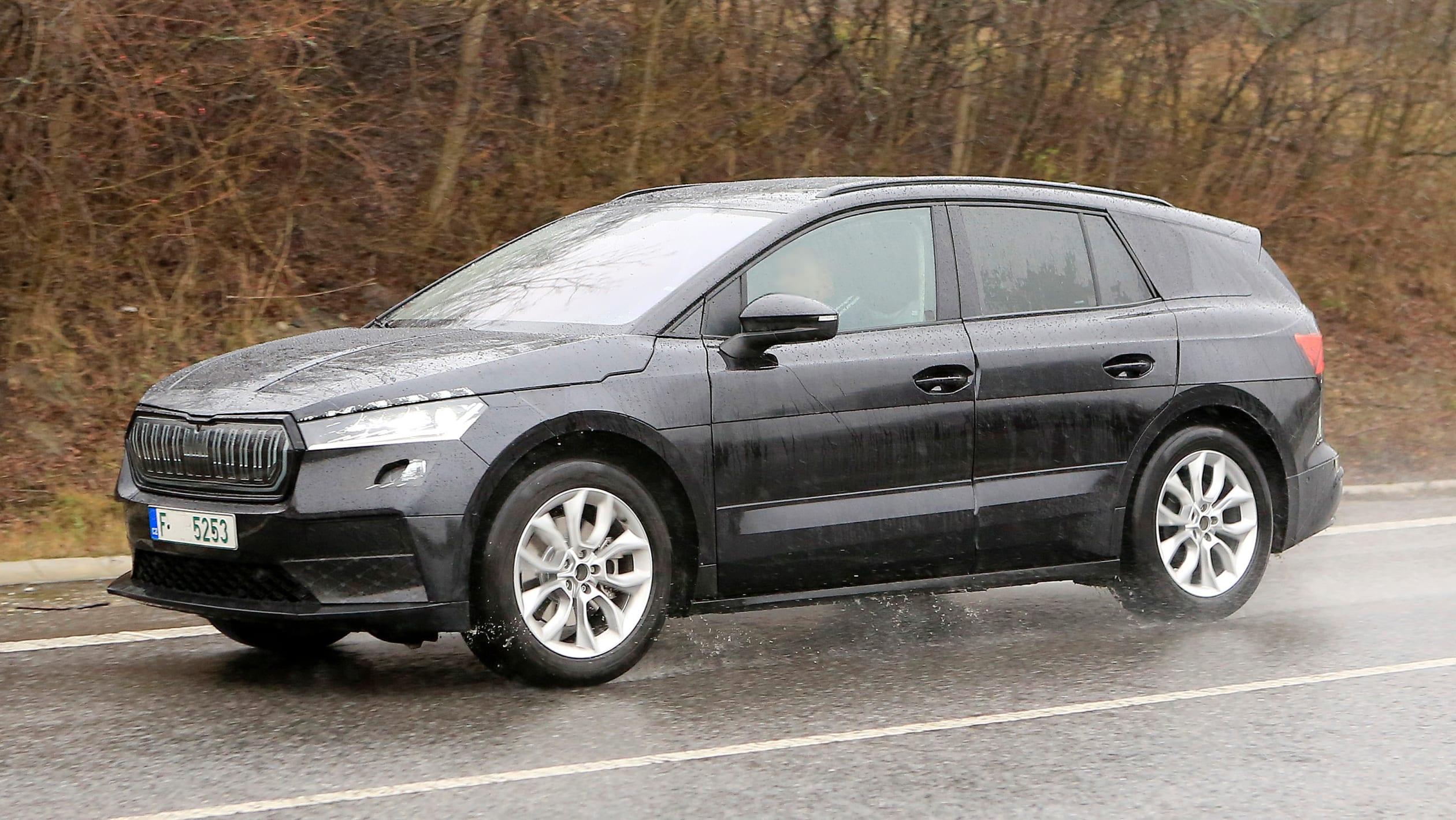 2021 - [Skoda] SUV EV - Page 3 2021%20Skoda%20Enyaq%20spied-4