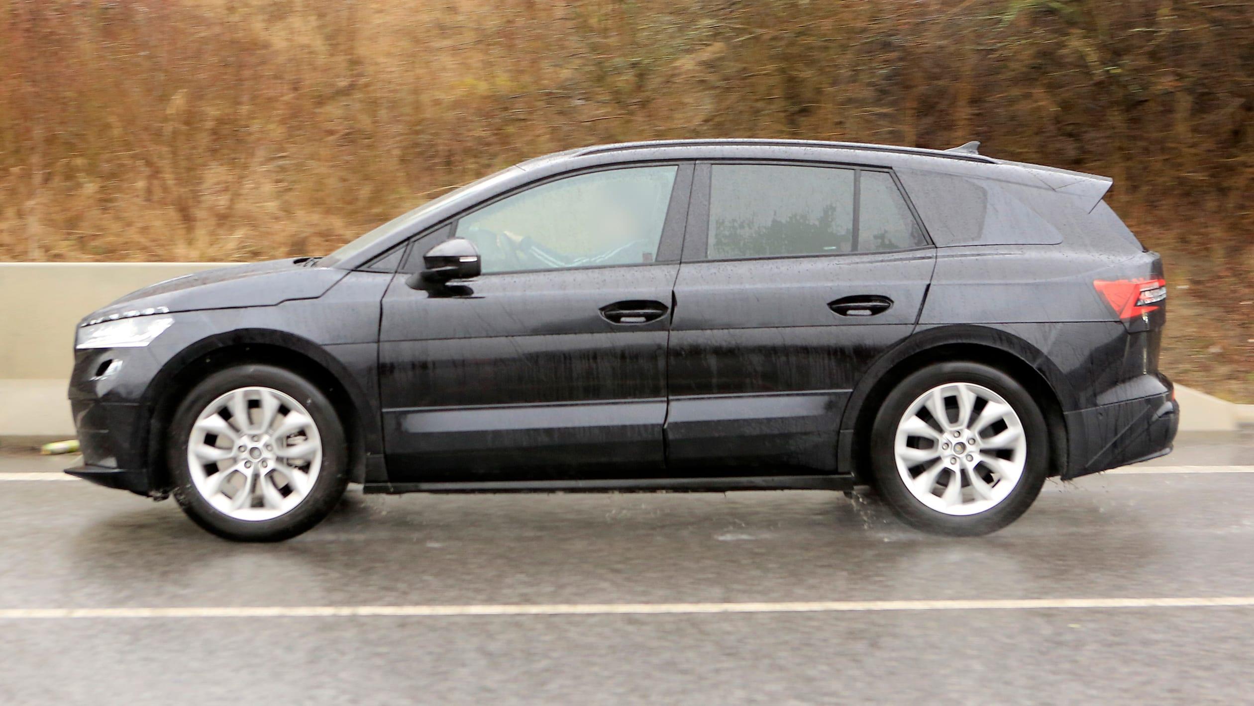 2021 - [Skoda] SUV EV - Page 3 2021%20Skoda%20Enyaq%20spied-6